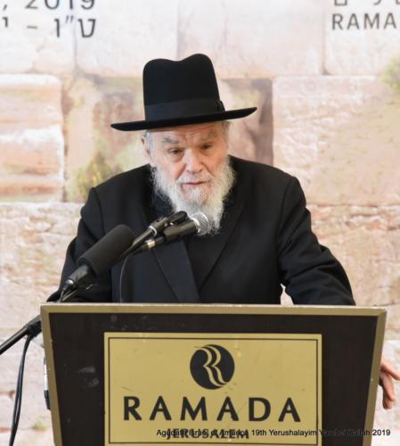 YYK_2019_Mon_Harav Moshe Hillel Hirsch giving divrei Chizuk