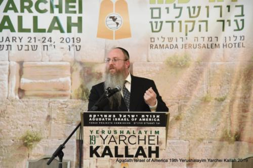 YYK_2019_Wed_Rav Nochum Rabinowitz presenting